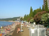 Пляж санаториев РВСН и МВО в городе Сухум - фотографии, отзывы туристов на лето 2020